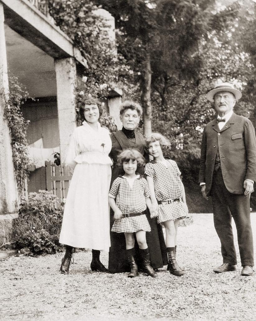 Lucy Pinon, Jacqueline et Huguette Lamba, avec les grands-parents, Edouard et Joséphine Pinon à Royan