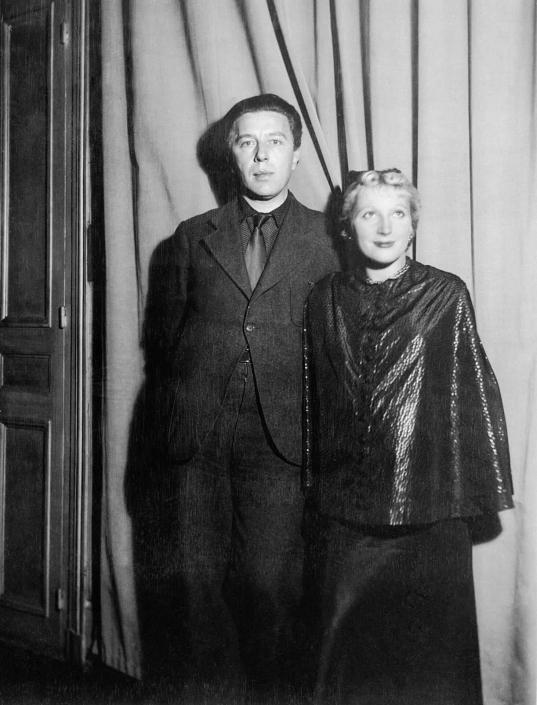 André Breton et Jacqueline Lamba, 1935, rue Notre-Dame-des-Champs (Photo par Claude Cahun)